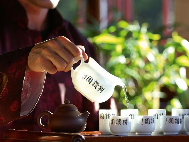 We obtain the best herbal and fruit teas from the best tea houses in Austria.