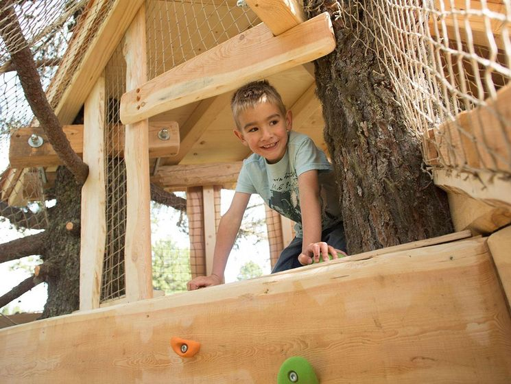 The tree village in the garden of the children's villa is the attraction for those who enjoy discovery.