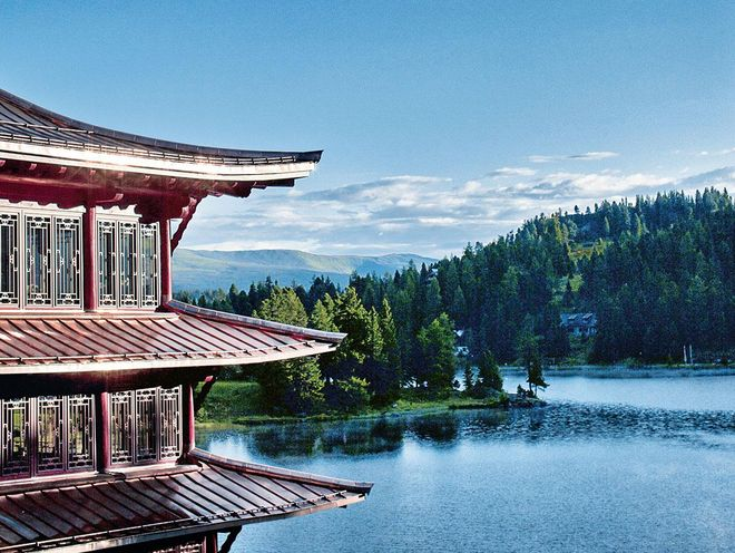 The Chinaturm with tea house and view of Lake Turracher See