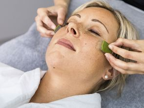 Facial treatment with Pharmos Natur in the Hotel Hochschober