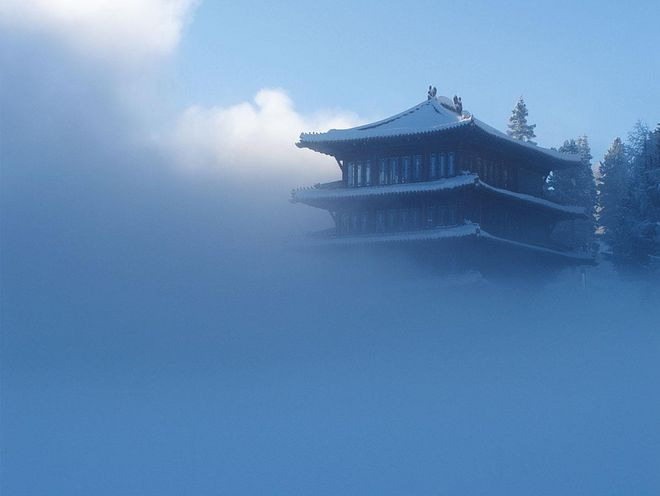The Chinaturm rises with its 4 storeys from a thick foggy sky