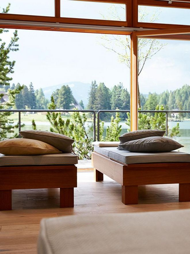From the relaxation room you have a wonderful view of the Turracher lake.