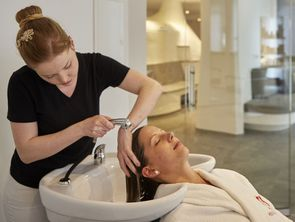 In the new Haar-Spa in the Hotel Hochschober the staff is at your disposal for washing, cutting and dyeing