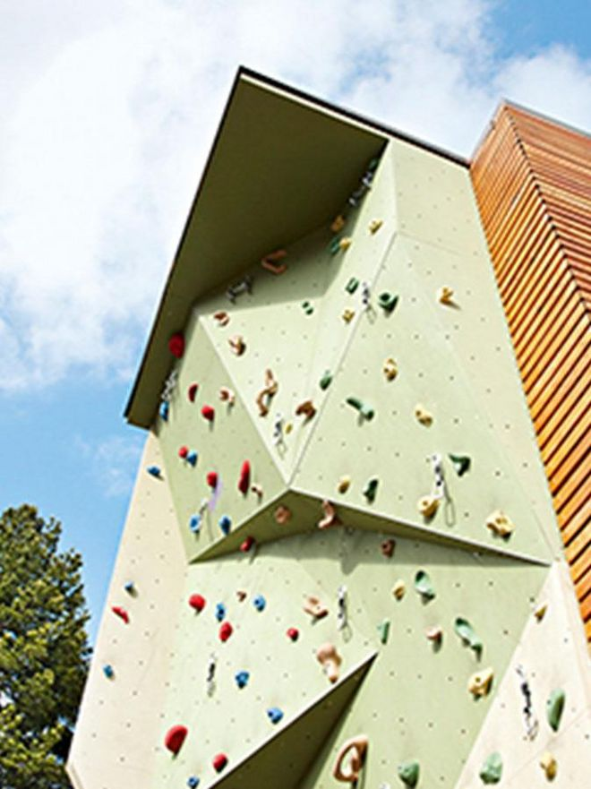 The outdoor climbing wall in the hotel Hochschober for children